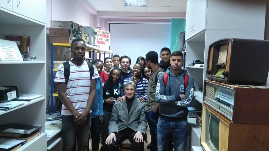 Доцент Сорокин Г.М. с студентами медиками ЧГУ