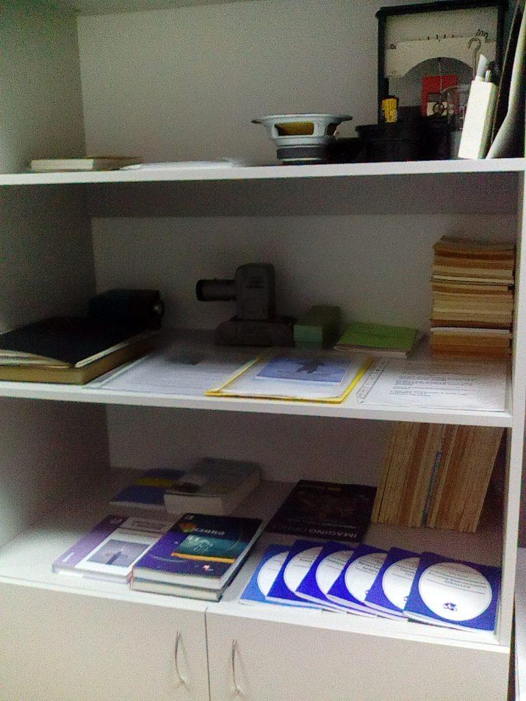 Шкаф книг и подарков